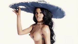 Azealia Banks laat trots borstvergroting zien op nieuwe cover